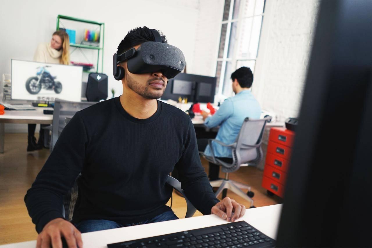 HP-Reverb-VR-Headset-1.jpg